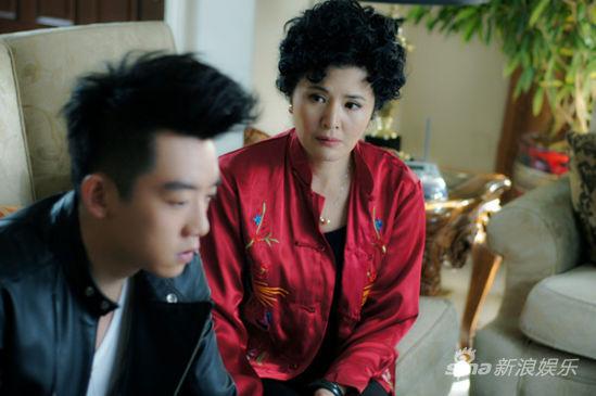 实力演员田岷在剧中饰演一位极品辣妈贾玫,对李小萌饰演的儿媳妇小凡