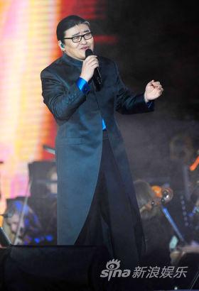 刘欢登台献唱