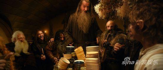 13矮人在甘道夫的带领下在袋底洞夜宴欢歌