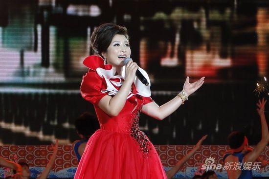 刘媛媛在海南演唱会现场刘媛媛在海南演出现场-刘媛媛赞美丽海南 为图片