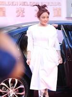 徐佳莹白裙走红毯