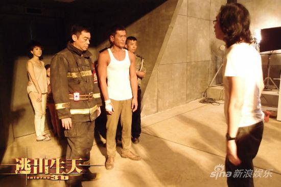导演将两兄弟推入火场