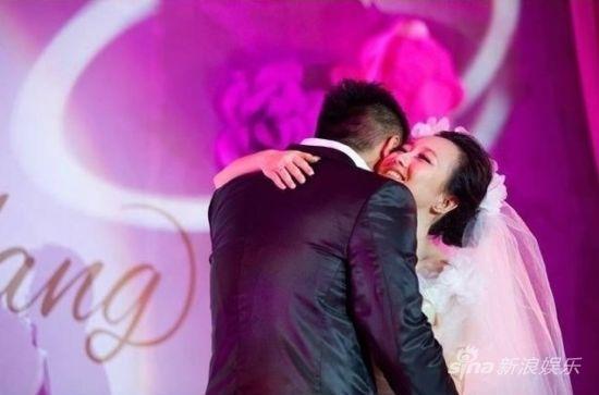 潘阳结婚一周年 晒婚照温馨感人