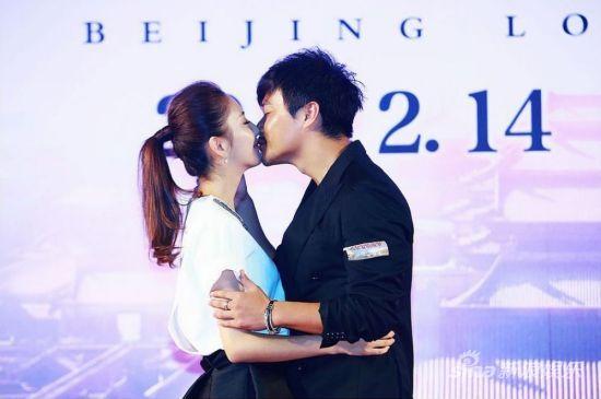 """陈思诚、佟丽娅""""一吻订婚"""""""