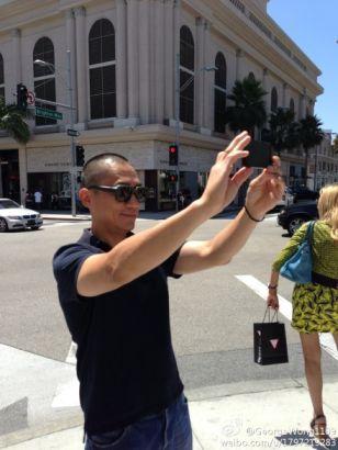 梁朝伟洛杉矶街头漫步