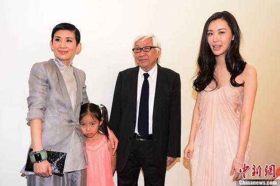 田朴�B(右一)是《中国合伙人》投资人之一