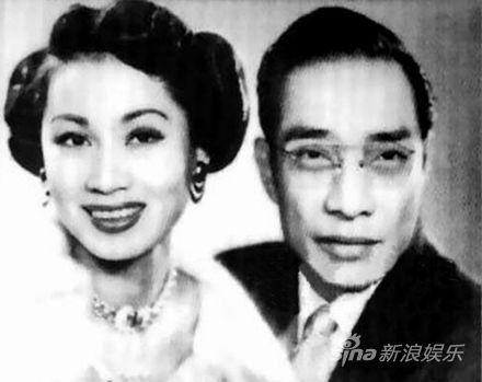红线女与马师曾结婚照。