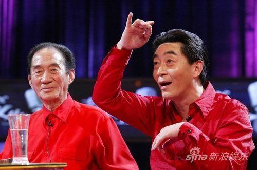 章宗义(六龄童)和儿子章金莱(六小龄童)在《艺术人生》的录制现场。 摄影/史春阳