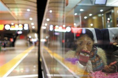 2月10日,結束了上午北京地區的考試,晚上,劉詩童和媽媽坐動車回濟南,參加第二天山東藝術學院表演系的考試。對於未來,劉詩童充滿憧憬和忐忑。