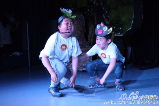 蒋勤勤儿子(右)首次演舞台剧