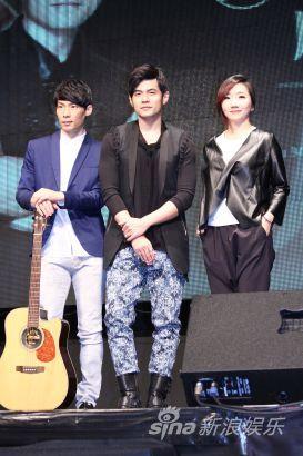 杨瑞代(左起)、周杰伦及陶晶莹参与金曲音乐讲堂