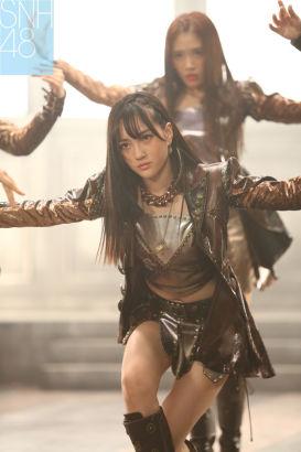趙嘉敏 趙嘉敏 新浪娛樂訊 女子偶像組合SNH48最新單曲《嗚吒(UZA)》日... 》MV將發