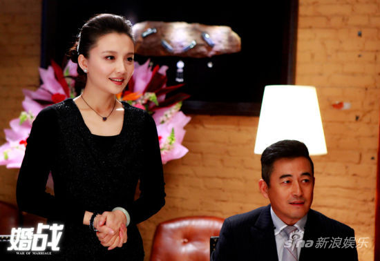 王志�w、�O茜伉��二人加入宴��中