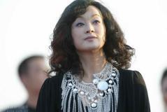 组图:刘晓庆容颜不老肌肤柔嫩堪比少女