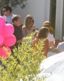 好莱坞众星现身派对安妮斯顿与男友无交流(图)
