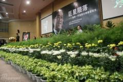 组图:上海大学追思谢晋徐大雯潘虹伤心落泪