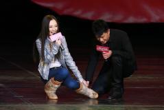 组图:《桃花运》欢乐谷首映众明星集体求爱