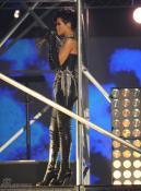 组图:蕾哈娜裹劲装似未来战士袭眼球玩SM诱惑
