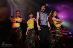 组图:薛之谦上海开个唱热舞开场安可数度哽咽