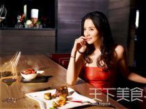 组图:小宋佳邂逅美食情缘五款造型风情各异