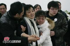 潘星谊遗体火化父母用微笑抗衡悲痛(组图)