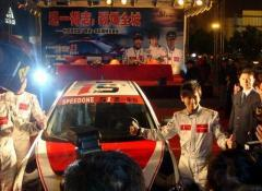 组图:林志颖加盟广西速一车队银色劲装亮相