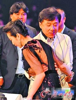 李冰冰出席香港《生化5》首映短发红唇冷艳