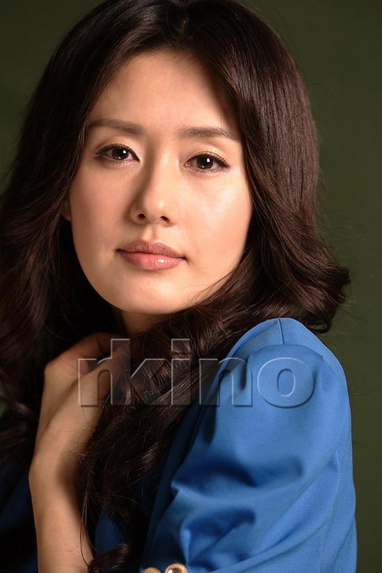 资料图片:韩国女星金智秀精美写真(15)