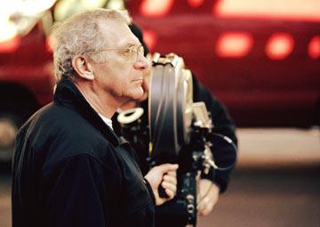资料图片:西德尼-波拉克在纽约拍摄《翻译风波》