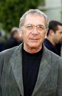 资料图片:2002年西德尼-波拉克出席首映式