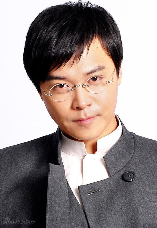 资料图片:《新一剪梅》主演--陈思成饰梁永昌