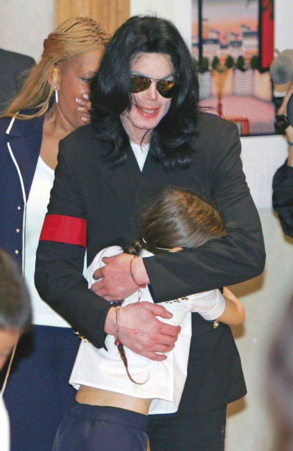 资料图片:迈克尔-杰克逊三子女--长女撒娇