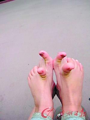 微博秀母女臭脚图