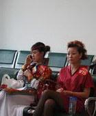 杭州-候场的漂亮红歌手