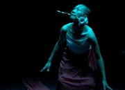 舞蹈剧场《在不断剥除的路上》