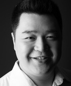 郭林 饰 歌队领队/乡绅