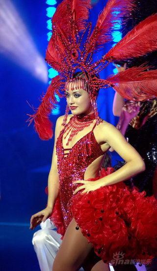 资料图片:大型歌舞秀《舞蹈皇后》剧照(1)