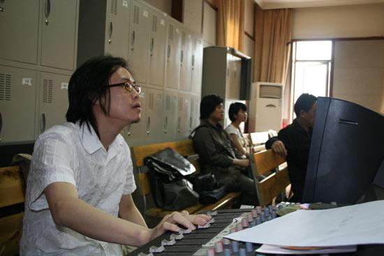 《红沙发音乐城》初排获好评郑渊洁电话送祝福