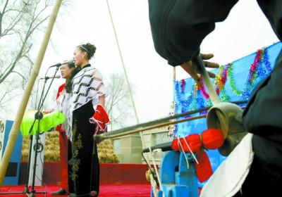 """非""""赵家班""""二人转小剧场:自在便宜缺制约"""