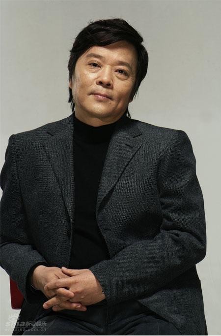 资料图片:优秀戏剧导演查明哲(2)
