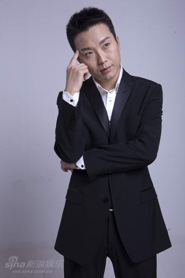 资料图片:李玉刚男装艺术照(5)