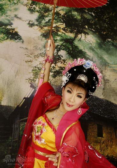 资料图片:李玉刚女装艺术照(1)
