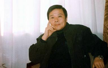 资料介绍:中国国家话剧院导演--查明哲