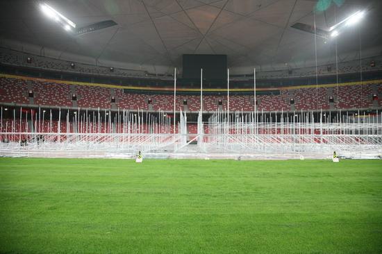 图兰朵鸟巢施工进行时数万钢架起舞台