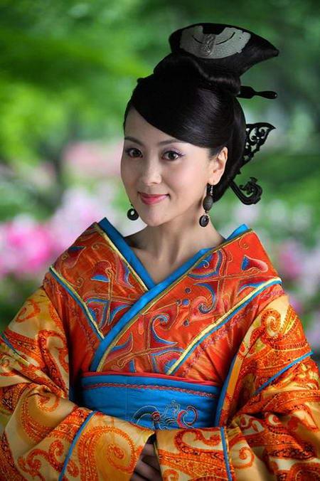 资料图片:国家话剧院女演员--桑叶红