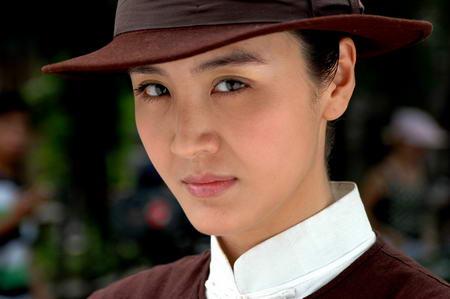 资料图片:国家话剧院女演员--岳跃