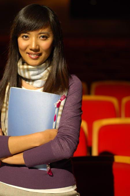 资料图片:国家话剧院女演员--周莉
