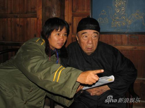 话剧舞台设《饭-局》首次呈现中国式饭局文化