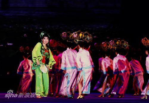资料:实景剧《阿房宫赋》剧照-刘晓庆唱《艳阳天》