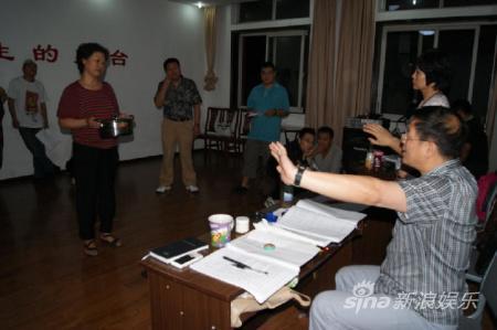 导演吴晓江排《饭局》有方民工造型抢镜(图)